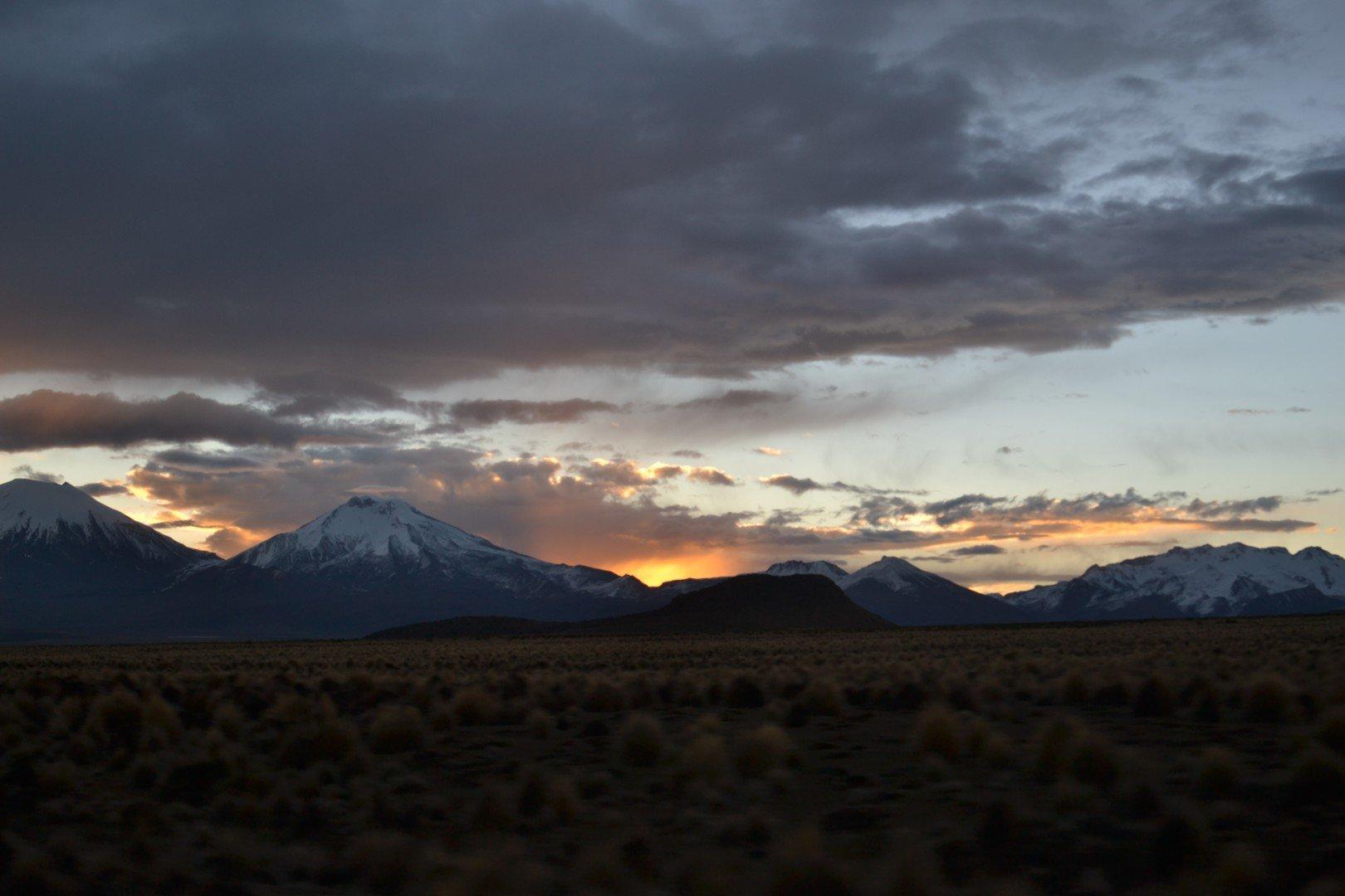 Coucher de soleil derrière le Pomerape, Bolivie