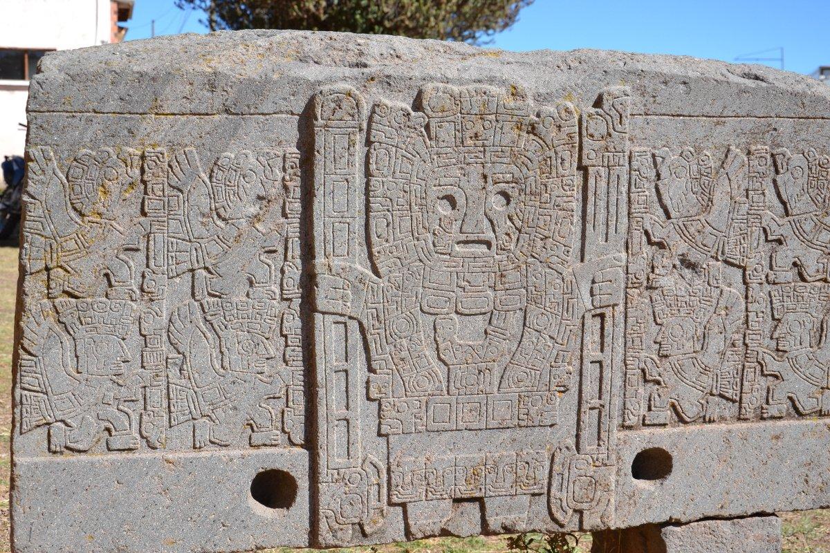 Stèle du site archéologique de Tiwanaku